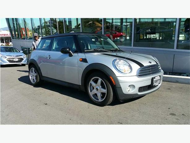 2009 Mini Cooper Hardtop Classic NO ACCIDENTS LOCAL B.C