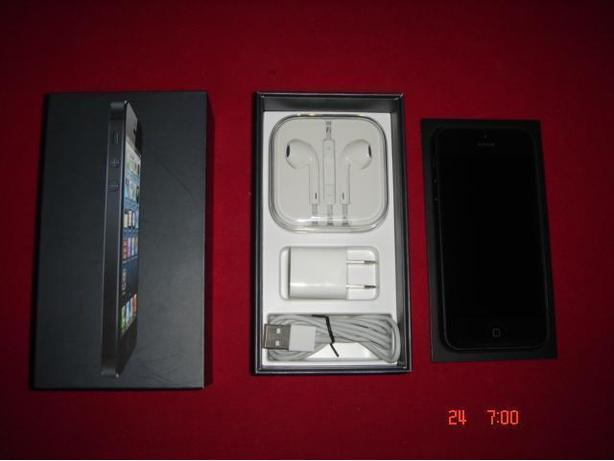 """ FACTORY UNLOCKED "" 64GB  iphone 5 ( Store Display Unit )"