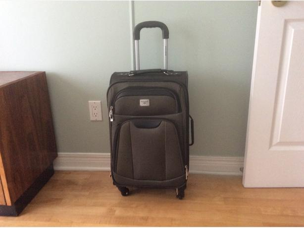 CARRY-ON 21'' BRAND NEW