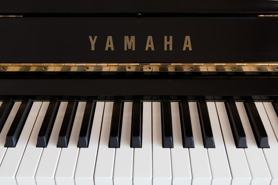 Yamaha u3 upright grand piano saanich victoria for Yamaha piano store winnipeg