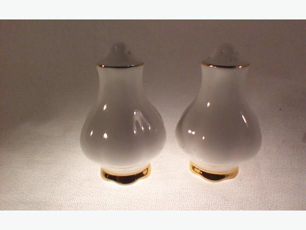 Royal Albert Val D'or salt & pepper shakers
