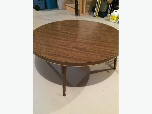 "Retro Arborite 36"" Round Coffee Tablr"