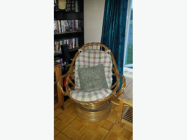 Swivel/Rocker Chair