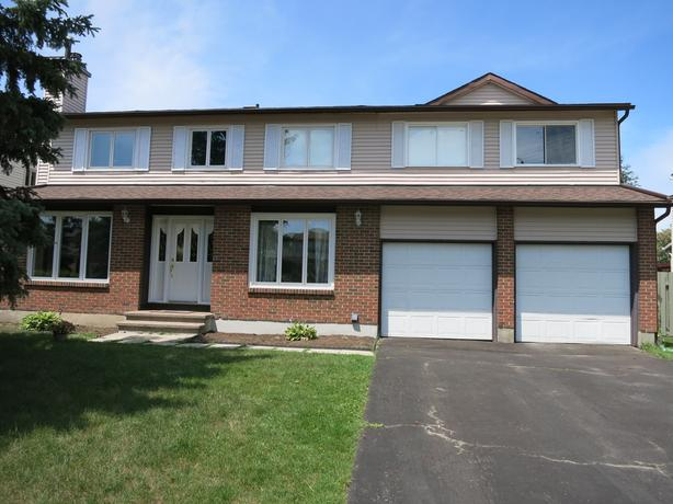 EXTREMELY RARE, TRUE 6 BED 2 STOREY HOME ON LARGE PRIVATE LOT!
