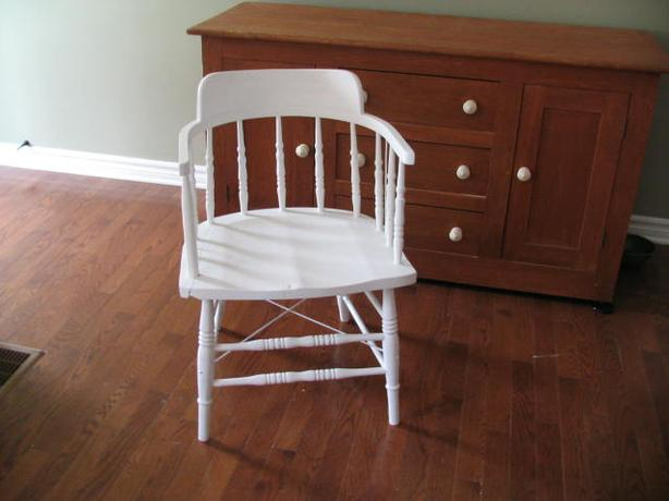 Antique round chair