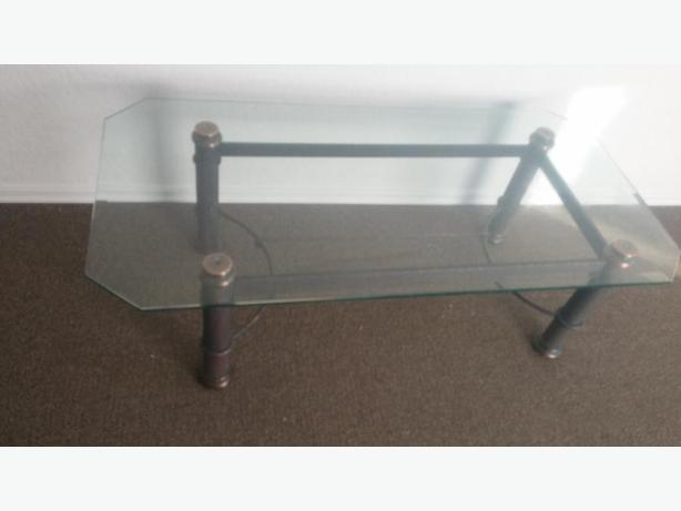 GREAT CONDITION COFFEE TABLE 1/2 BEVELED GLASS/NO MARKS LIKE NEW