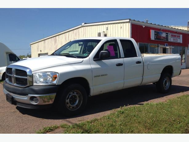 2007 dodge 1500  quad cab  with 8 foot box