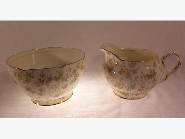 ABJ Grafton Oulton sugar/cranberry bowl & creamer