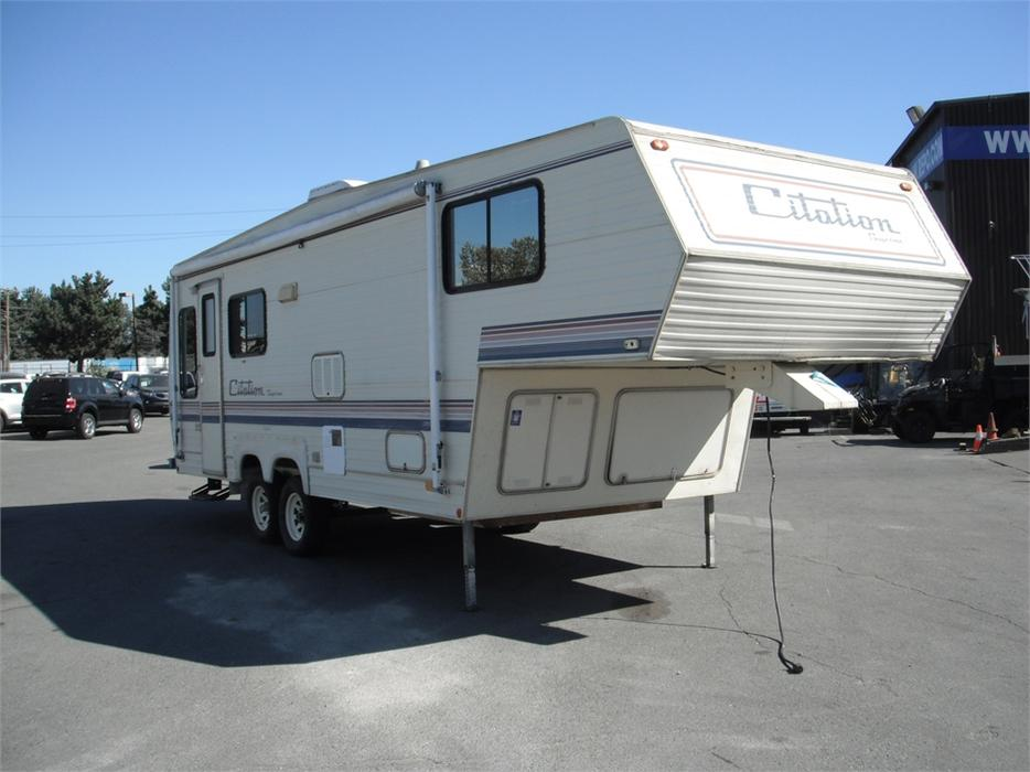 1991 General Coach Citation Supreme 26 Foot Fifth Wheel Travel Trailer Outside Nanaimo Nanaimo