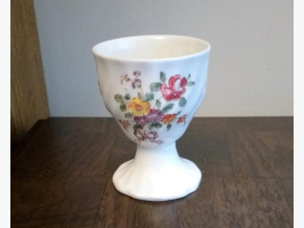 ROYAL DOULTON EGG CUP - D6203 OLD LEEDS SPRAY
