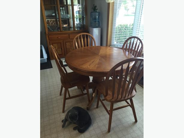 Kitchen set table 4 chair for sale east regina regina for 6 kitchen chairs for sale
