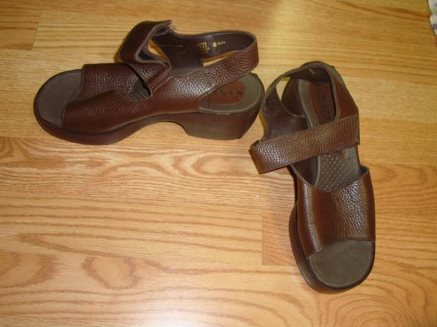 Brand New Nine West Brown Leather Woman's Sandals Size 8 - $10