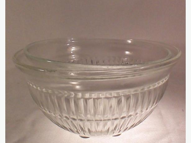 Glass ribbed mixing bowls