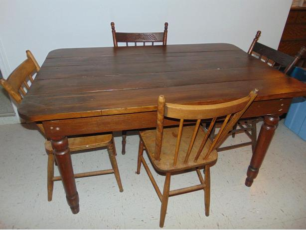 VINTAGE WOOD DINING SET AND 4 CHAIRS