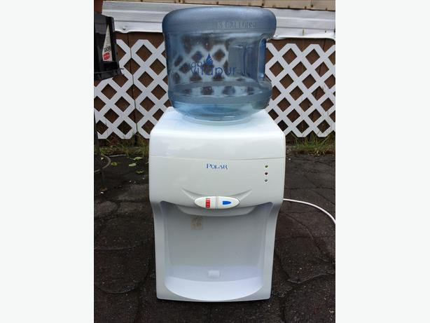 Hot/Cold water dispenser with Britta Filter
