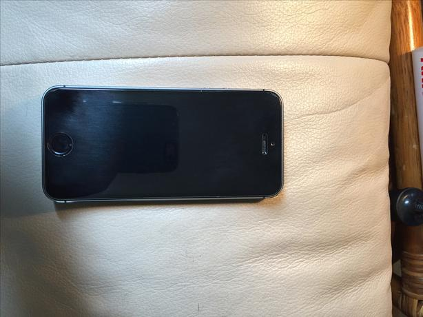 Lightly Used Iphone 5S- 16GB great Condition
