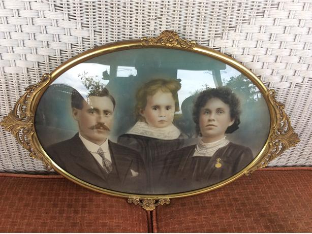 Antique Oval Picture & Frame