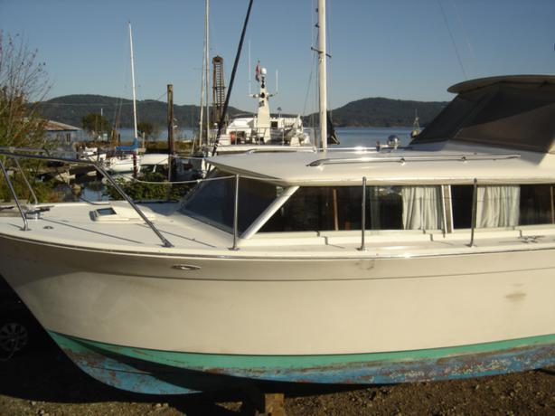 $1500 • Classic 31 Foot Chris Craft Commander Even Lower Price