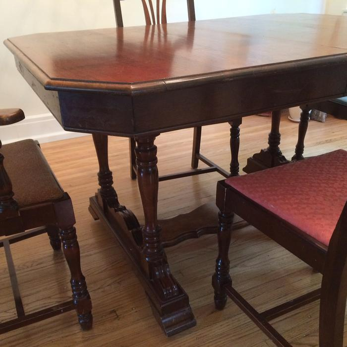 Dining room table chairs east regina regina for Dining room tables kelowna