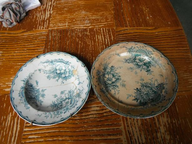 2 vintage wall decorative plates