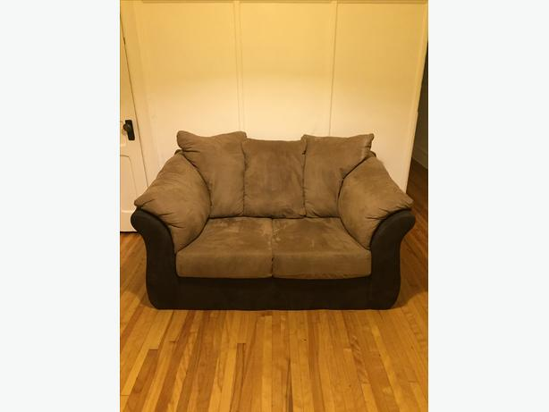 Cozy love seat in good condition!