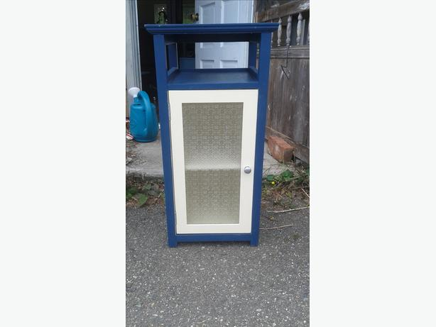 Small cabinet south nanaimo parksville qualicum beach for Bathroom cabinets nanaimo