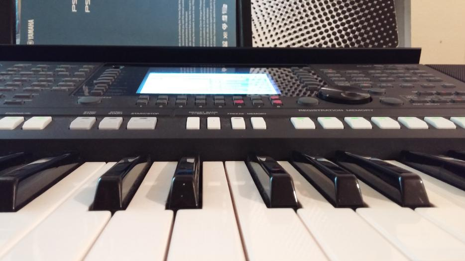 Piano yamaha workstation digital psr s750 pro rideau for Yamaha piano store winnipeg