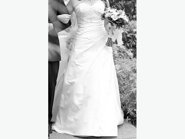 OBO Stunning Wedding Dress