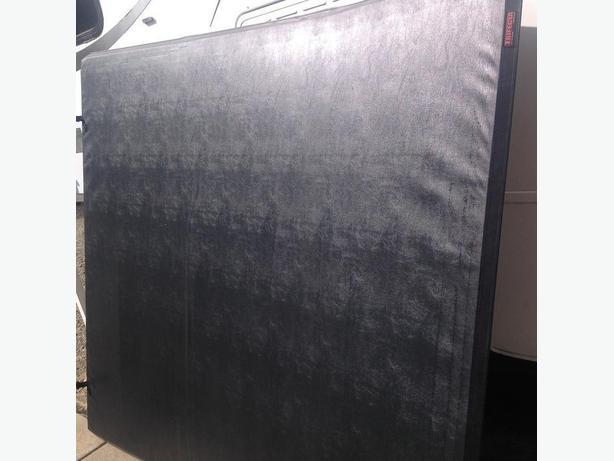 Truck box flip cover