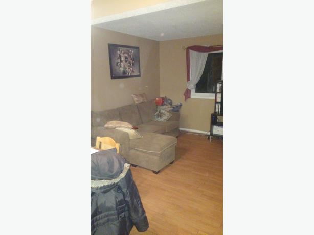 Sept 1st,Greenbank/Fallowfield, Share clean 3 bed home,All inclusive