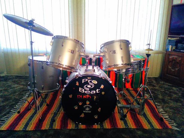 *Beginners' drum kit, 5 piece