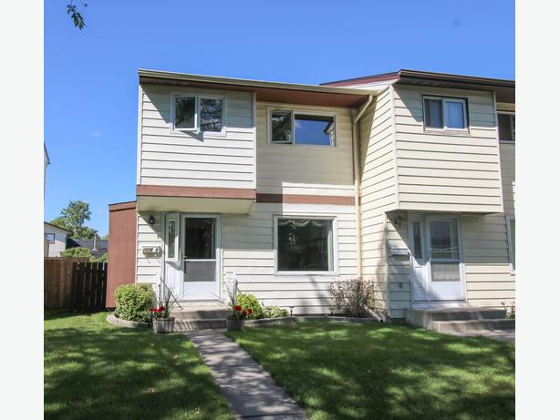 www.1318Molson.com - Immaculate Town Home With Tons Of Upgrades!