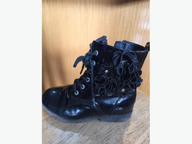 size 12 black zip up boots
