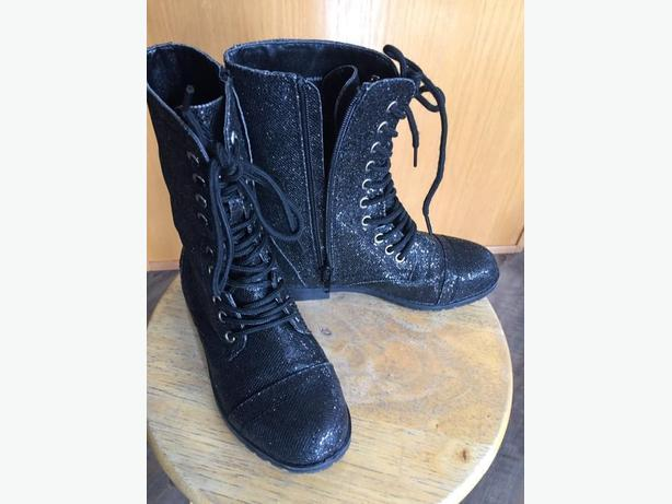 size 2 girls black zip up boots