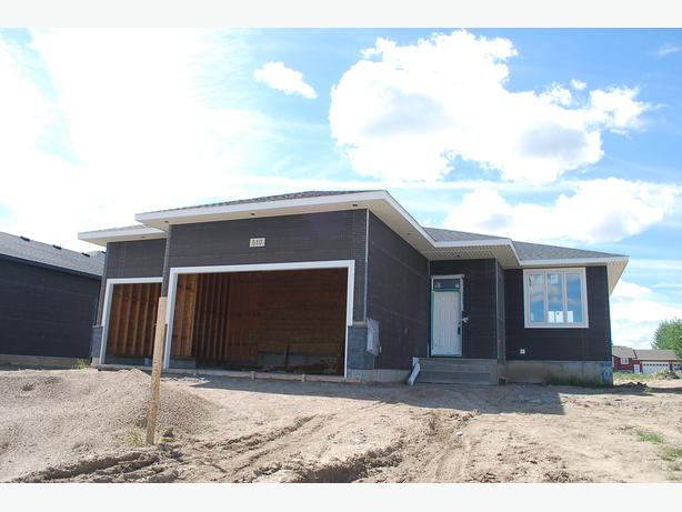 1150 sqft triple garage bungalow in bethune 39 s urban fringe subdivision outside moose jaw. Black Bedroom Furniture Sets. Home Design Ideas