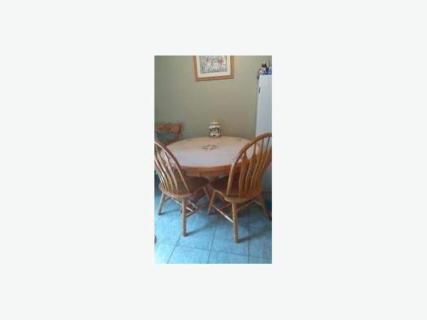 round dinning room table with 4 chairs