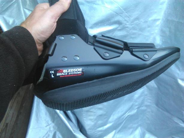 NEW Bledsoe Achilles Boot, Large , size 9 - 12