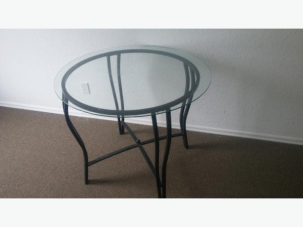 ROUND METAL FRAMED/AND ROUND GLASS EXSPRESO DINNING TABLE