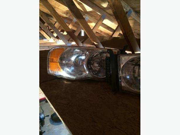 03-05 Dodge Ram Headlights