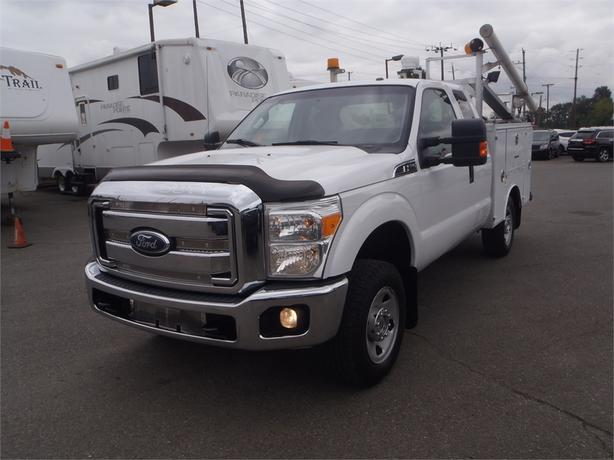 2011 Ford F-350 SD SuperCab 4WD with Full Service Box