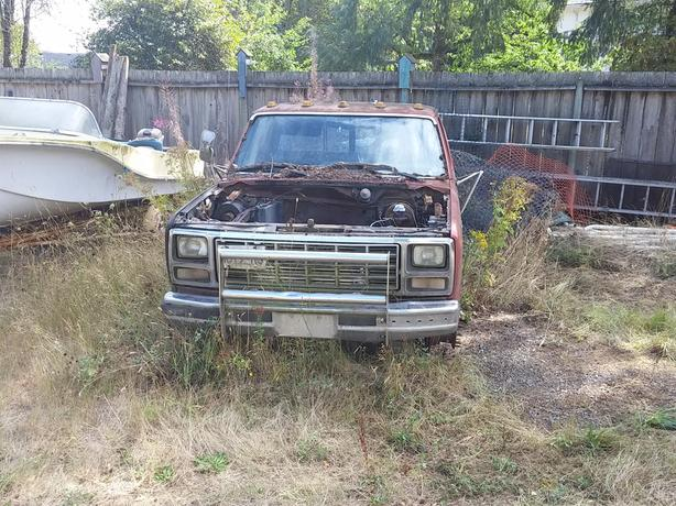 parting 1980 Ford F350, narrow dually diff, 4 speed/transfer case