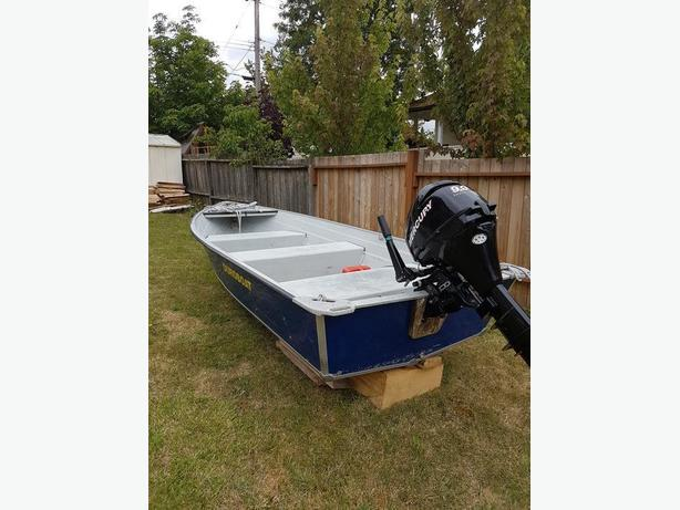 12' duro boat and 9.9 merc  long shaft very little used top condition.