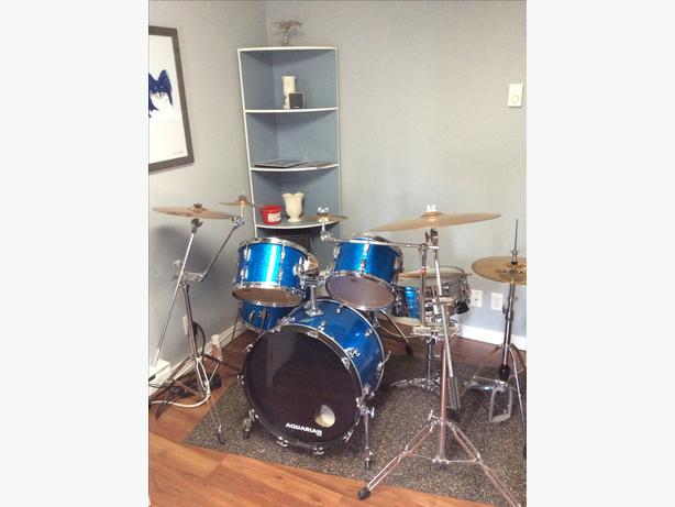 Ludwig 5 piece vintage drum kit.