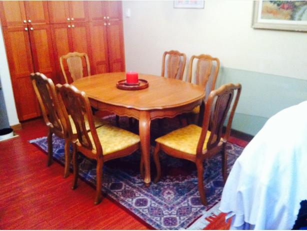 Vintage High quality dining room table and chairs