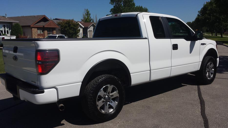 2011 ford f 150 xlt fx4 supercab clean history 4x4 4 door outside south saskatchewan regina. Black Bedroom Furniture Sets. Home Design Ideas
