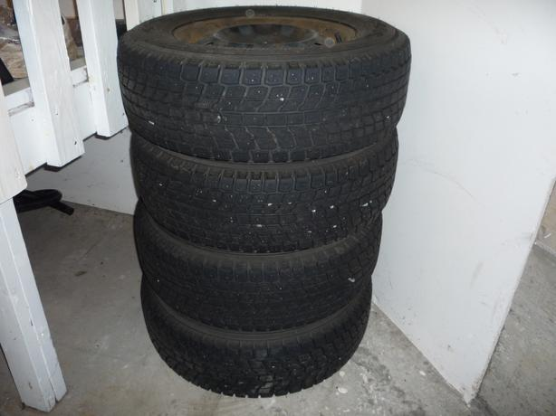 Winter tires P225/70R16