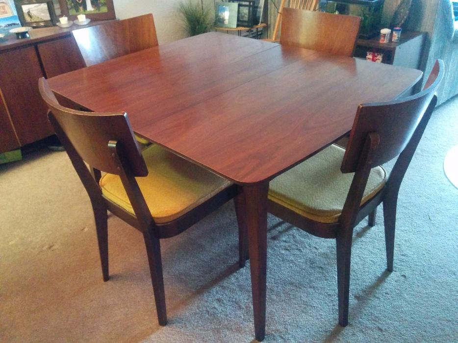 Dining room kitchen table saanich victoria for Dining room tables kelowna