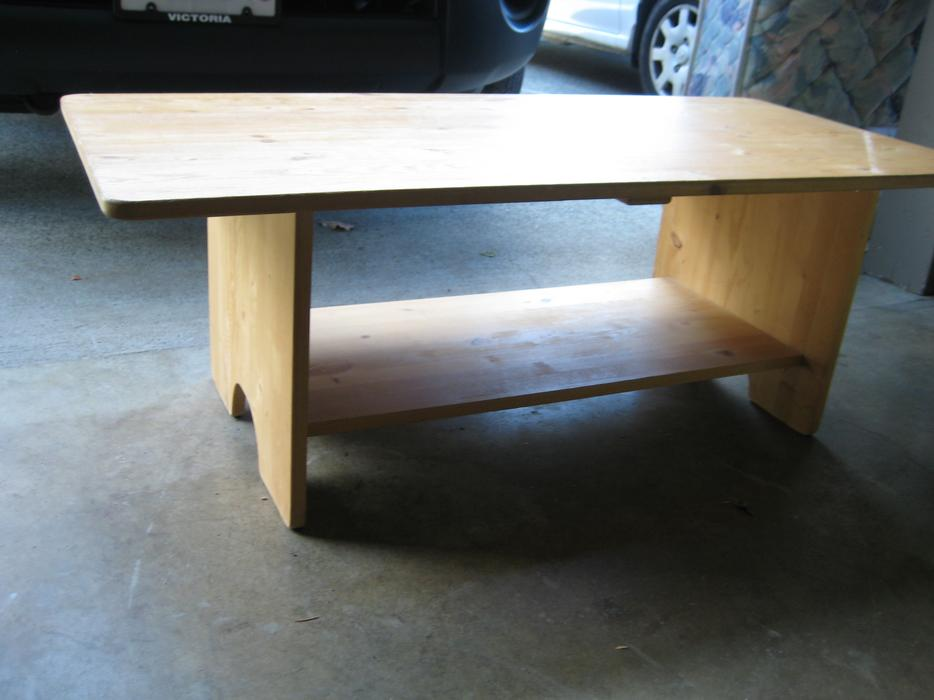 Solid pine coffee table in good condition 22x48 x 17h for Coffee tables kelowna
