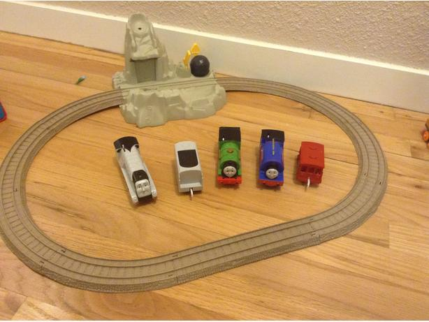 Thomas and friends electric trains and track set
