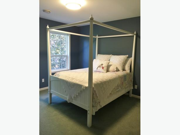 Maxtrix Double White 4 Poster Bed W Finials Mattress